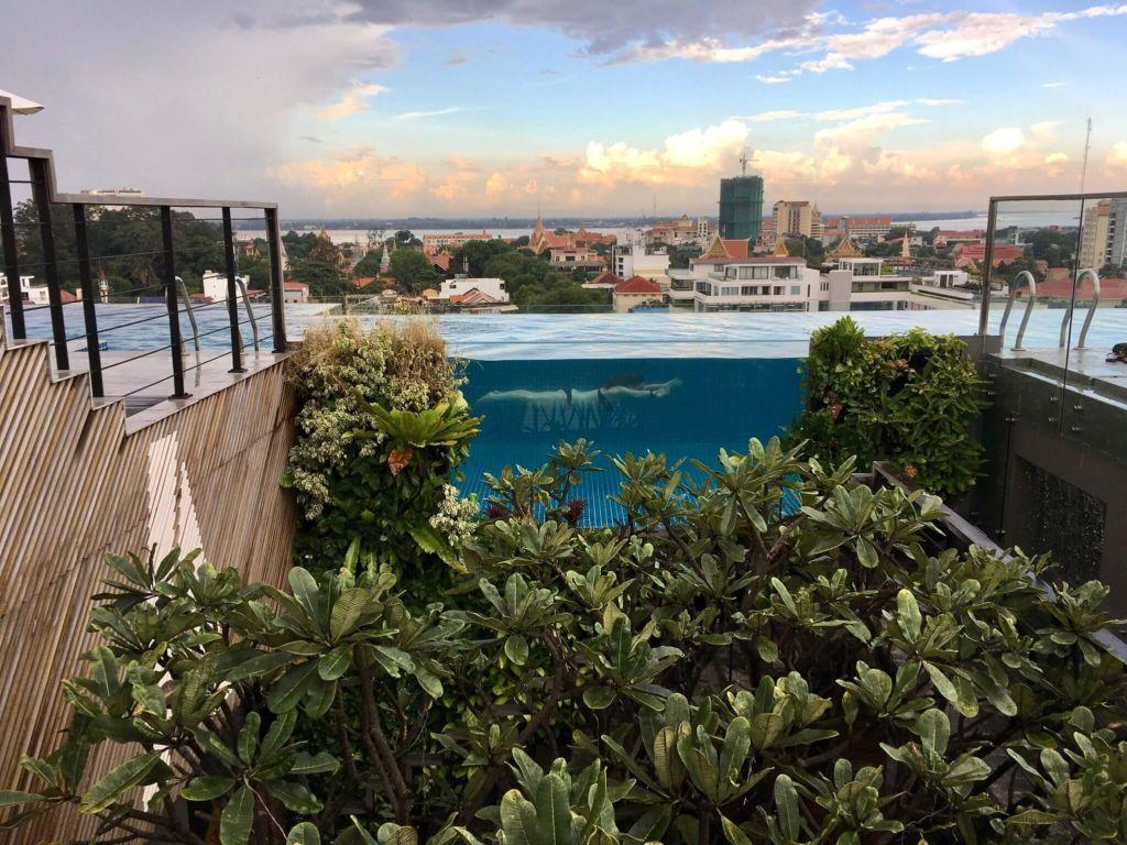 Infinity Pool Aquarius Hotel
