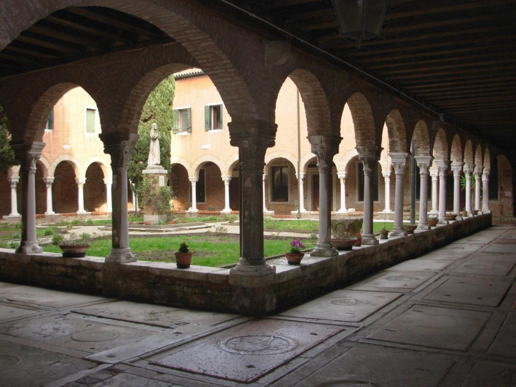 ll chiostro di San Francesco della Vigna a Venezia